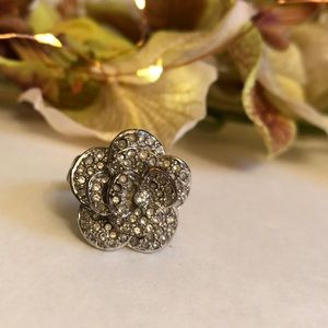 Jewelry - Fashion silver flower ring